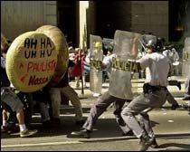 São Paulo, 20 de abril de 2001: Ah-ha, uh-hu, a Paulista é nossa!